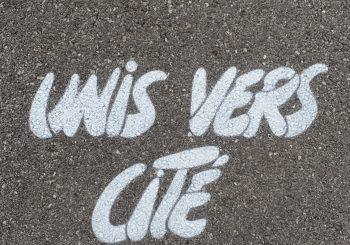 Les phrases au sol de l'artiste Pierre FRAENKEL